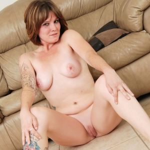 Chubby Girls: Jen gets naked on the couch for ChubbyGirls